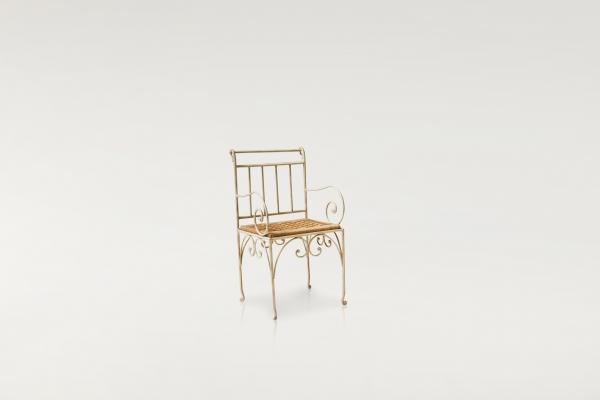 sedia bianca.jpg